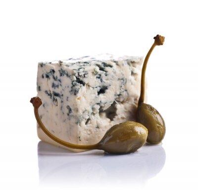 Adesivo Alcaparras enlatadas e queijo azul no fundo branco