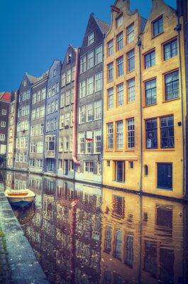 Adesivo Amsterdão na primavera. As casas estão ao longo dos canais.