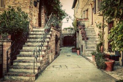 Adesivo Arquitetura medieval velha encantador em uma cidade em Toscânia, Italy.