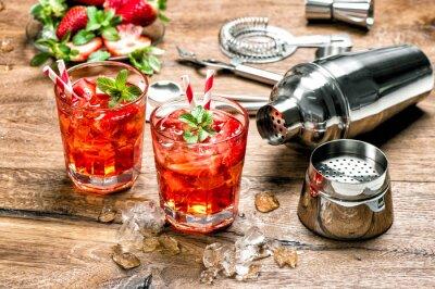 Adesivo Bebida vermelha com gelo. Coquetel fazendo ferramentas de bar
