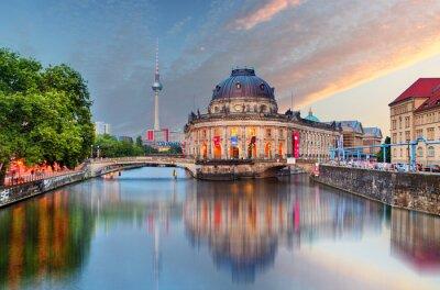 Adesivo Berlim, Museu Bode, com reflexo na Spree, Alemanha
