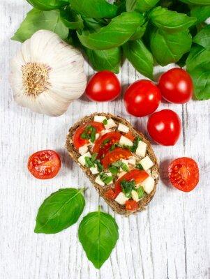 Adesivo Ciabatta pão com tomates, mussarela e manjericão.