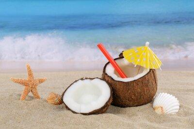 Adesivo Coconut bebida coquetel de frutas no verão à beira-mar e praia