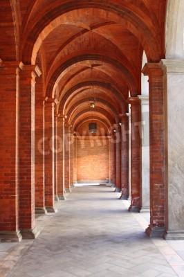 Adesivo Colunata em um claustro de estilo românico