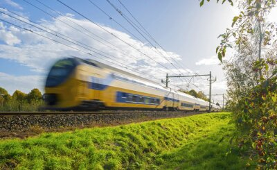 Adesivo Comboio de passageiros se movendo em alta velocidade na luz solar
