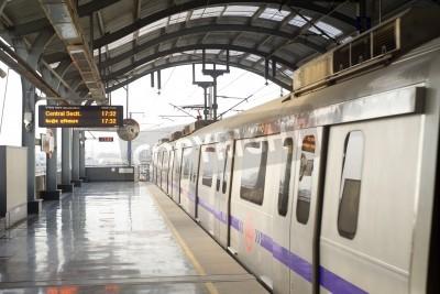 Adesivo Delhi, India -  March 03, 2012: Delhi Metro station  in Delhi. Delhi Metro network consists of six lines with a total length of 189.63 kilometres (117.83 mi) with 142 stations