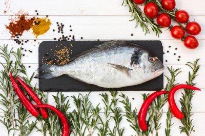 Adesivo Descrição da foto: Peixes frescos do dorado, rosemary, tomates de cereja, pimenta fria na tabela de madeira branca. Vista superior.