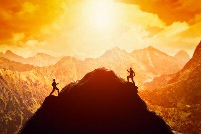 Adesivo Dois homens correndo corrida para o topo da montanha. Competição, rivais, desafio