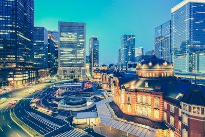 Adesivo Estação de trem de Tóquio e Tokyo edifício alto no tempo crepuscular