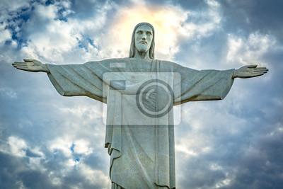Adesivo Estátua de Christ o Redeemer sob um céu dramático do por do sol. Cristo Redentor é uma estátua de Art Deco criada pelo escultor francês Paul Landowski