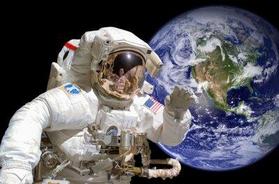 Adesivo Feche acima de um astronauta no espaço, terra no fundo - elementos desta imagem são fornecidos pela NASA