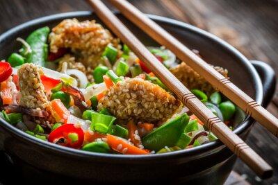 Adesivo Frango com gergelim com legumes e macarrão