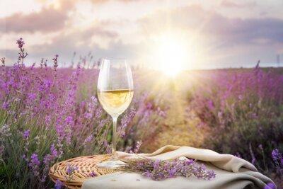 Adesivo Garrafa de vinho contra lavanda.
