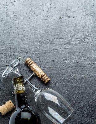 Adesivo Garrafa de vinho, vidro de vinho e saca-rolhas na placa da grafita.