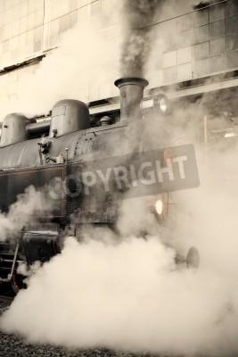Adesivo Locomotiva a vapor na estação ferroviária embrulhado em nuvem - tintométrico retro do vintage