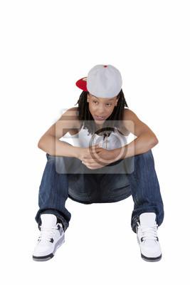 Mulher negra sentando jeans e boné de beisebol laptop adesivos ... d1b6527a9ba