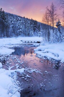 Adesivo Nascer do sol sobre um rio no inverno perto de Levi, Lapónia finlandesa