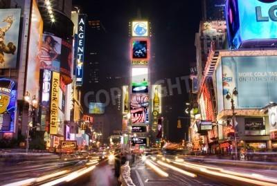 Adesivo Nova York - 25 de maio de 2007: Cena da noite do Times Square em Manhattan (Nova York) com todos os outdoors e anúncios iluminadas