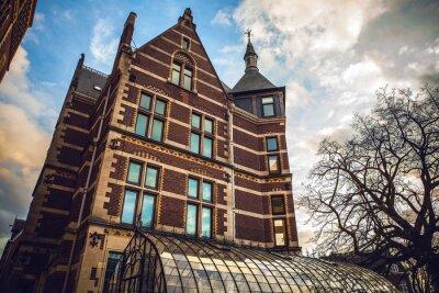 Adesivo O Rijksmuseum é um museu nacional holandês dedicado às artes e à história em Amsterdã. O museu está localizado na Praça do Museu no bairro Amsterdam South, perto do Museu Van Gogh.