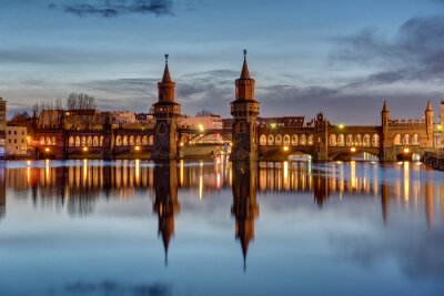 Adesivo O Rio Spree eo Oberbaumbruecke em Berlim ao amanhecer