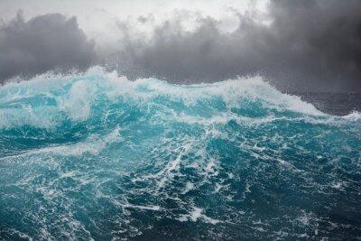 Adesivo onda do mar no Oceano Atlântico durante a tempestade