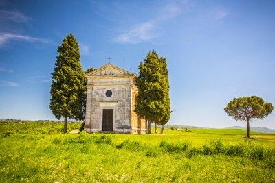Adesivo Paisagem bonita com a capela em Toscânia, Italy