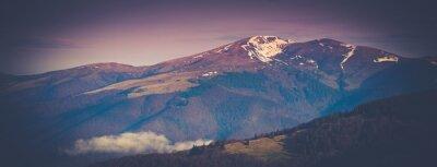 Adesivo Paisagem de montanha panorâmica na primavera.