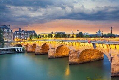 Adesivo Paris. Imagem da Pont Neuf, a ponte mais antiga de pé em frente ao rio Sena, em Paris, França.