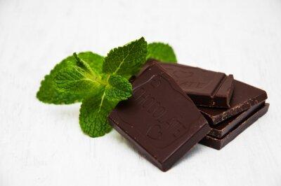 Adesivo Partes do chocolate com uma folha de hortelã