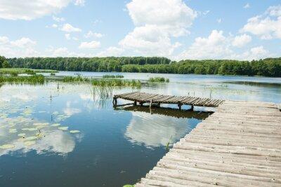 Adesivo Ponte sobre o lago em um dia ensolarado
