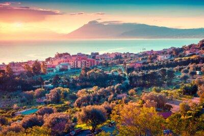 Adesivo Por do sol colorido da primavera na aldeia Solanto