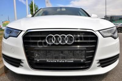 Adesivo PRAGA, REPÚBLICA CHECA, 2015/02/08 - Brand New brancas parques Audi A6 em frente de loja de carro Audi