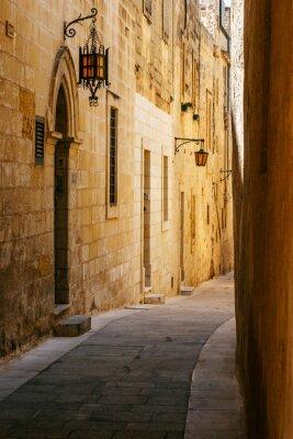 Adesivo Rua maltês estreita antiga em Mdina