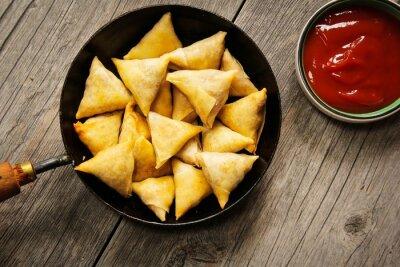 Adesivo Samosas - Popular profunda lanche frito com recheio de batata indiano e coberto com crosta crocante