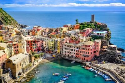 Adesivo Scenic view of ocean and harbor in colorful village Vernazza, Cinque Terre, Italy