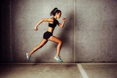 Adesivo Slim, atraente, sportswoman, Executando, contra, concreto, parede