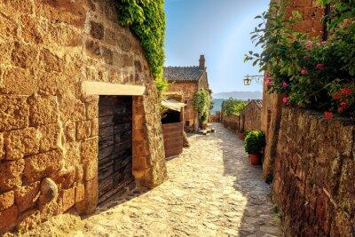Adesivo Sunny estreita em um dia de verão em uma antiga cidade italiana