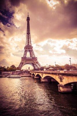 Adesivo Torre Eiffel bonita em Paris França sob luz dourada