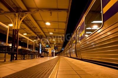 Adesivo Trem parou na estação de trem à noite