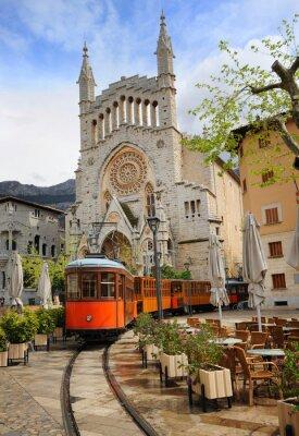Adesivo Velho eléctrico em frente à Catedral de Soller, Maiorca, Espanha