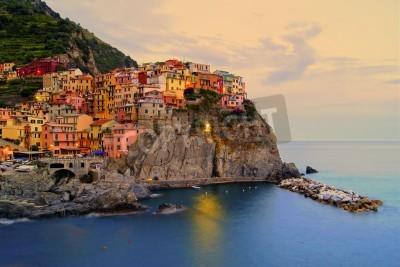Adesivo Vila de Manarola, Itália, na costa Cinque Terre no por do sol