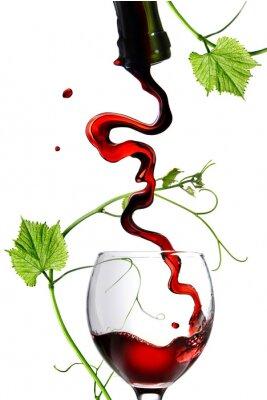 Adesivo Vinho vermelho de derramamento no vidro com haste isolada no branco
