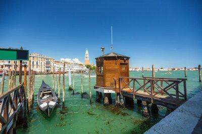 Adesivo Vista da gôndola durante a viagem através dos canais de Veneza i