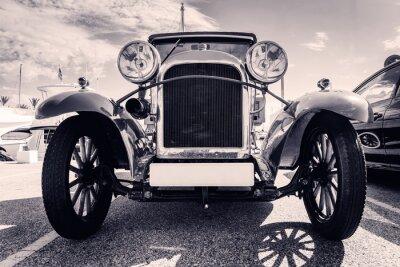 Adesivo Vista dianteira do carro clássico. estilo antigo. Preto e branco.