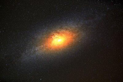 Fotomural A galáxia mais brilhante no fundo do céu escuro com estrelas