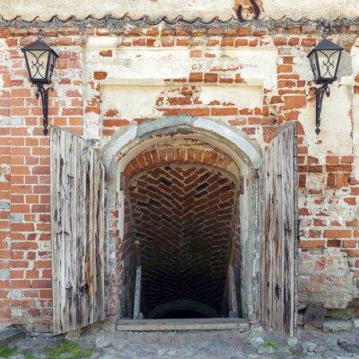 Fotomural Abriu portas de madeira resistido levando à masmorra de um antigo castelo