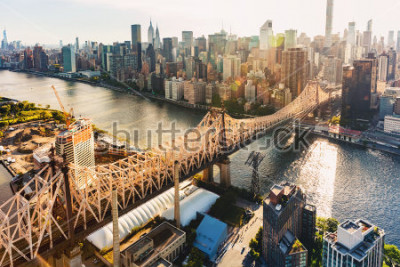 Fotomural Aerial view of the Ed Koch Queensboro Bridge over the East River in New York City