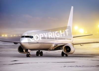 Fotomural aeroporto e avião branco no tempo não-voadores, tempo de inverno