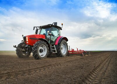 Fotomural Agricultor em trator terra preparando-se para semear