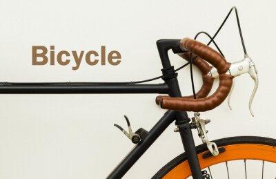 Fotomural Alguns de bicicleta velha na parede branca com palavra no espaço do lado esquerdo.